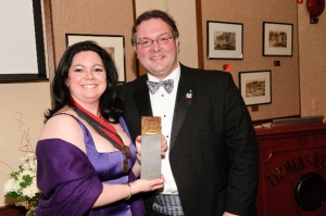 Outgoing President Stacey Ruhle Kliesch and Incoming President Jason Kliwinski at the 2010 Awards Dinner.